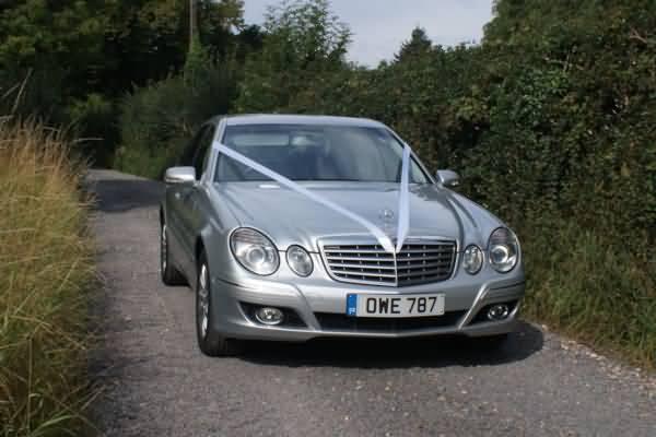 A wonderful extra wedding car&nbsp;&nbsp;&nbsp; - &nbsp;&nbsp;&nbsp;<small>&copy;&nbsp;&nbsp; David Jones&nbsp;</small>