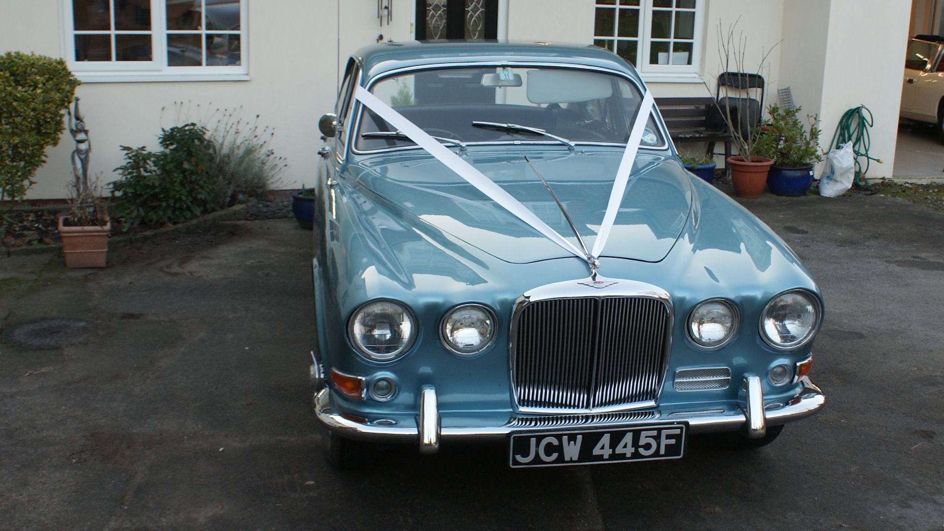 A really beautiful Jaguar wedding car&nbsp;&nbsp;&nbsp; - &nbsp;&nbsp;&nbsp;<small>&copy;&nbsp;&nbsp; David Jones&nbsp;</small>