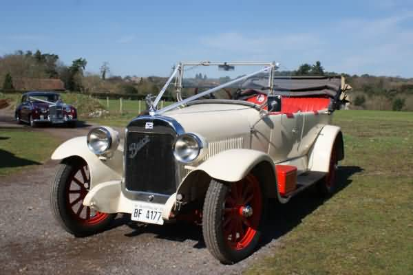 A very pretty vintage motor car&nbsp;&nbsp;&nbsp; - &nbsp;&nbsp;&nbsp;<small>&copy;&nbsp;&nbsp; David Jones&nbsp;</small>