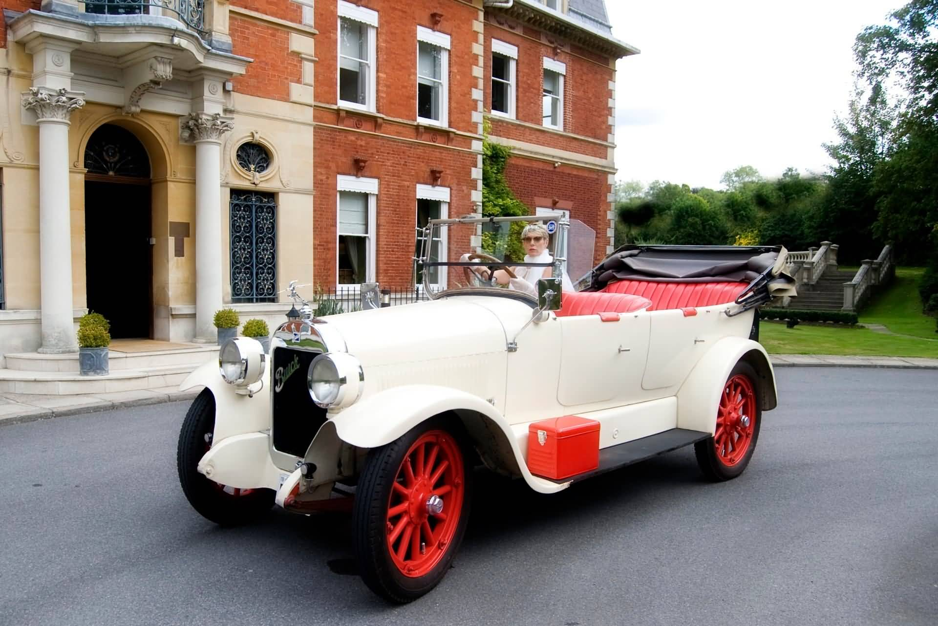 Seems the brides want's to drive!!&nbsp;&nbsp;&nbsp; - &nbsp;&nbsp;&nbsp;<small>&copy;&nbsp;&nbsp; Fetcham Park and efc photography&nbsp;</small>