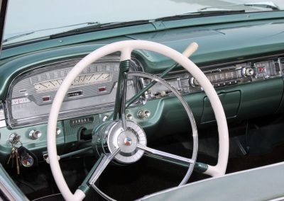 Classic & Vintage Weding Cars - Wedding Car rentals near Farnham - Vintage Wedding Crs (59 of 110)